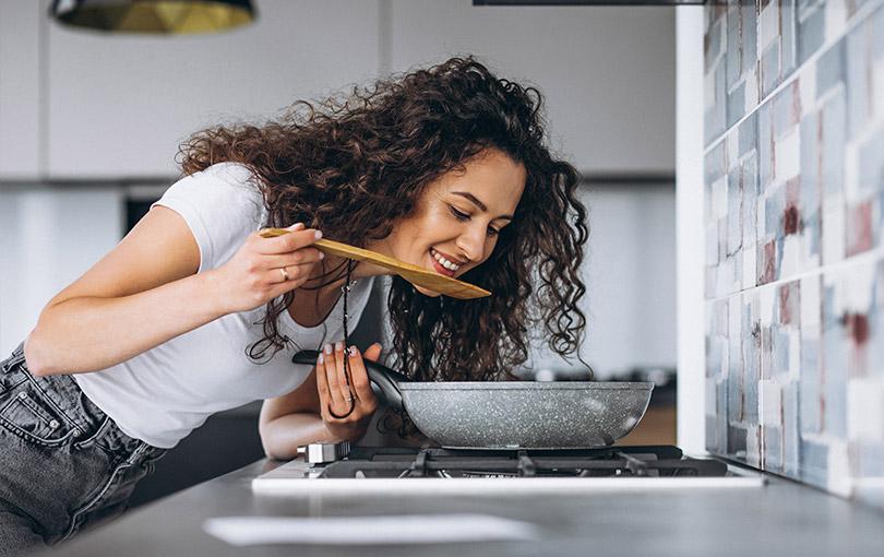 Você Sabia Que Os Alimentos Não Cozinham Mais Rápidos no Fogo Alto?